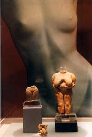Bridgit backs up the Venus of Malta at the National Museum of Archeology, Malta, 1999 copyright Pam Mendelsohn